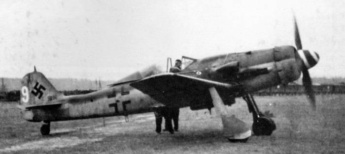 An early production FW 190-D9